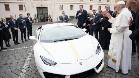 Lamborghini pápežovi