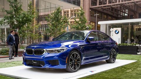 BMW M5 už začali vyrábať