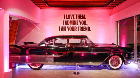 Cadillac ctí pamiatku Andyho Warhola