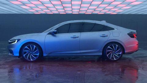 Honda Insight sa vracia ako hybridný sedan väčší než Prius