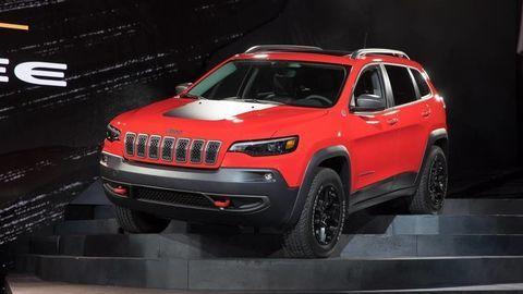 Jeep Cherokee má po modernizácii väčší kufor a benzínové turbo