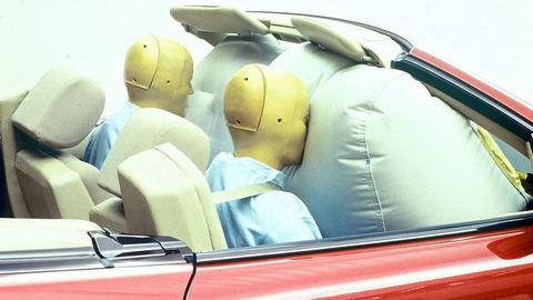 Vystrelený airbag je ako rana od boxera, vyvíjajú ho vyše 60 rokov