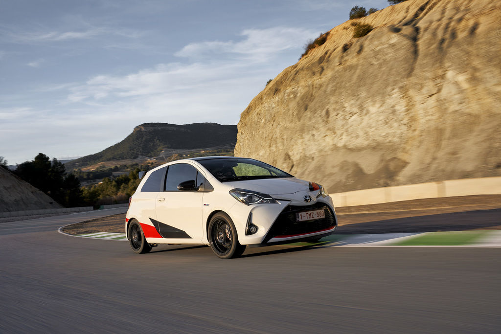 Content 137 yaris grmn dynamic track