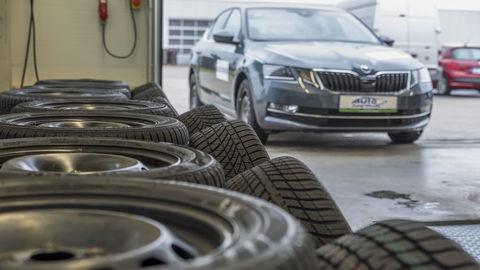 Porovnali sme celoročné pneumatiky a testujeme Suzuki Swift 1.0 BoosterJet