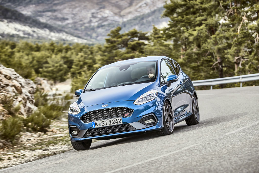 Content 2018fordfiestast performanceblue 06
