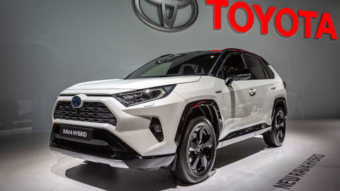 Prvý dotyk: Toyota RAV4, Corolla, Camry, BMW X5, Mercedes-Benz B a ďalšie