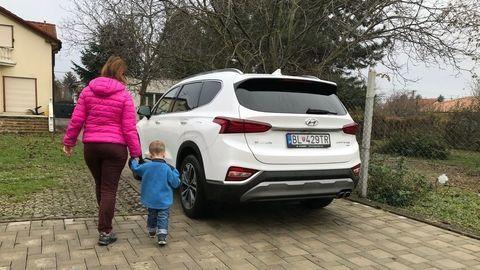 Hyundai Santa Fe: Zabudnuté dieťa v aute?