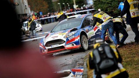Mikuláš priniesol do Slušovíc súťažné autá, fotil Daniel Hlinka