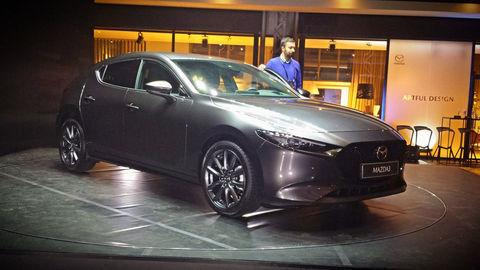 Nová Mazda3 naživo (doplnené video): vyzerá výborne a poznáme aj ceny