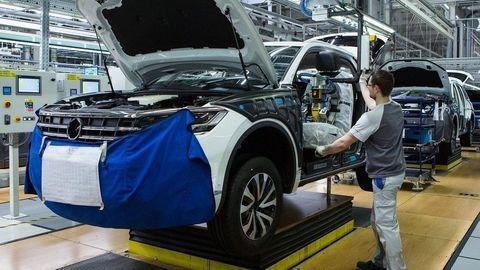 Takmer polovicu nášho priemyslu tvoria autá. Vlani opäť padol rekord