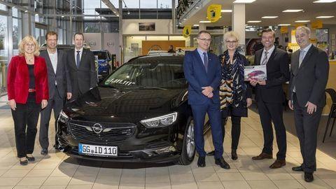 Opel Insignia s číslom 1,111.111
