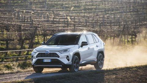 Toyota RAV4 Hybrid AWD: Koniec nudným autám