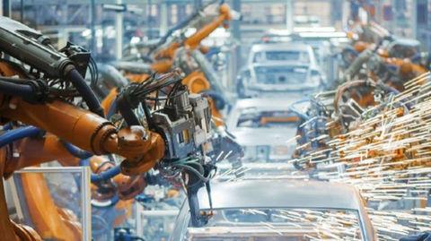 Suzuki a Toyota budú zdieľať hybridnú techniku a spolu vyrábať autá