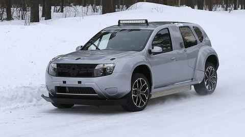 Dacia Duster ako výkonný elektromobil? Na severe odfotili prototyp