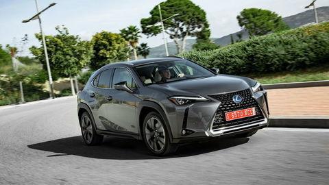 Lexus UX: Auto ako z komixu