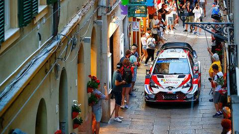 Súťažné špeciály WRC povinne stíchnu, dostanú hybridný pohon
