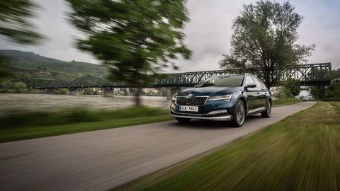 Škoda Superb: Menej práce pre šoféra