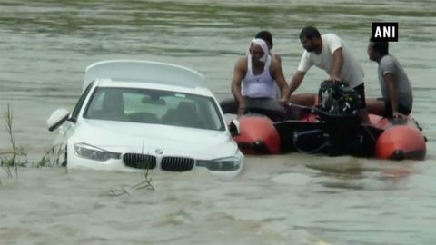 Mladík povolaním syn naschvál utopil BMW 3. Chcel Jaguar