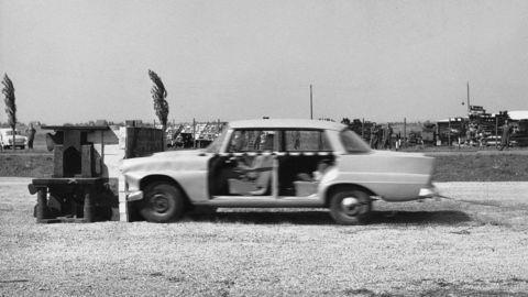 Testy bezpečnosti Mercedes-Benz z roku 1965 zaujmú dodnes