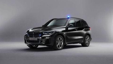 Obrnené BMW X5 odolá streľbe z AK-47 aj útoku drona