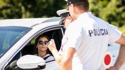 Thumb snimanie odtlackov prstov pri policajnej kontrole autozurnal.com 1