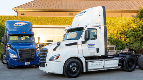 Freightliner eCascadia testujú zákazníci