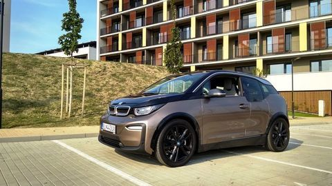 Test BMW i3 120 Ah (42,2 kWh): Mestské akčné sci-fi