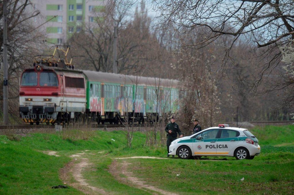 policajná akcia železničné priecestia