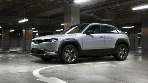 Mazda MX-30 oficiálne: Privítajte prvý elektromobil značky