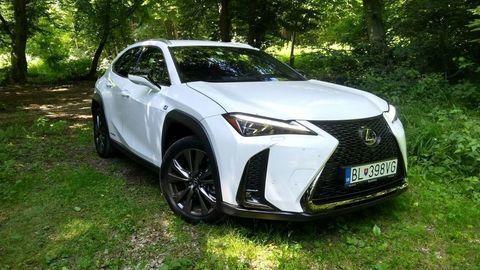 Lexus zvažuje menší model ako UX. Lacnejší byť nemusí