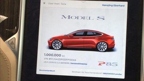 Tesla najazdila milión kilometrov. Toto museli rekordmanke vymeniť