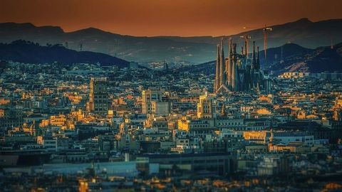 Staršie autá v Barcelone nemôžu jazdiť na nadpolovičnom území mesta!