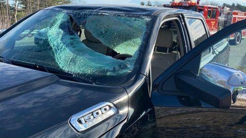 Ľad na streche auta môže spôsobiť tragédiu. Prevencia je jednoduchá