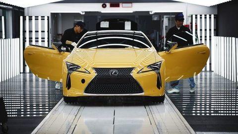 Lakovanie áut je pre Lexus skutočnou alchýmiou. Posúďte sami