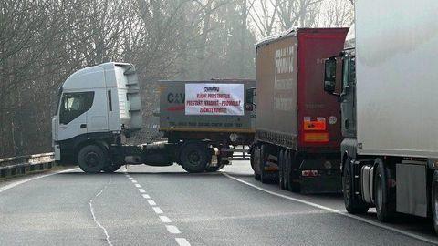 Štrajk autodopravcov pokračuje. UNAS blokuje hraničné prechody