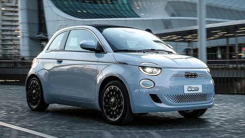 Nový Fiat 500e na korene nezabúda, aj keď je elektrický