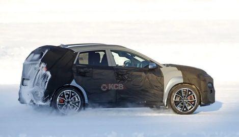 Hyundai Kona N brázdi testovacie trate. S týmto autom ju porovnávajú