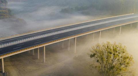 NDS: Výstavba diaľníc zatiaľ prerušená nebola