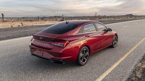 Hyundai Elantra už nie je nudný, novinka hýri extravaganciou a displejmi