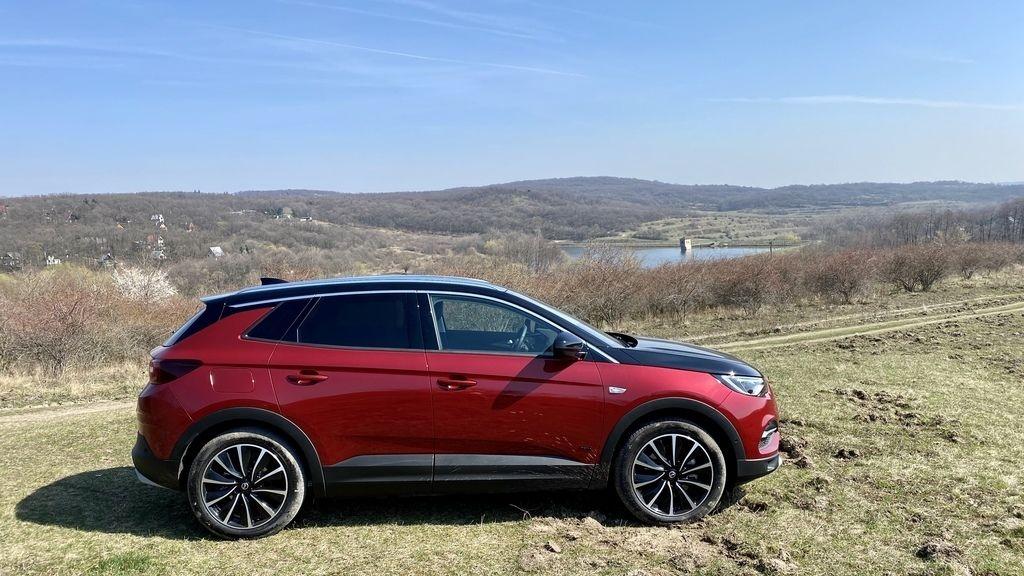 TEST Opel grandland x hybrid4