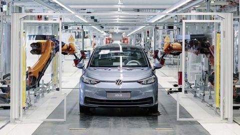 VW zverejnil plán obnovy výroby. Začne v Bratislave a v Zwickau