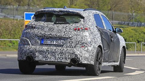 Rýchly Hyundai Kona N postupne zhadzuje kamufláž