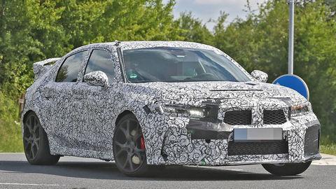 Nová Honda Civic XI už jazdí vo verzii Type-R! Maskuje sa ako BMW