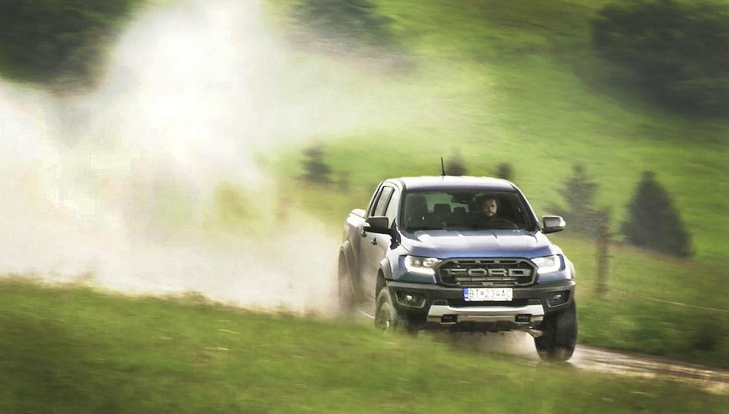 TEST Ford Ranger Raptor: Super pick-up s licenciou na lietanie