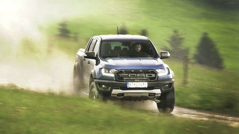 TEST Ford Ranger Raptor: Super pick-up s licenciou na lietanie