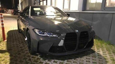 Nové BMW M4 2021 ukazuje agresívnu vizáž na nových záberoch