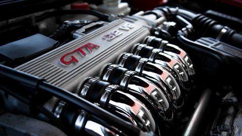 Šesťvalcový motor: Aké výhody má radový a vidlicový šesťvalec?