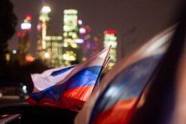 Общественная Палата намерена изменить закон об обращении с российским флагом