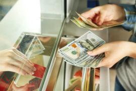 Спрос россиян на наличную валюту вырос в сентябре в 4,4 раза – Центробанк