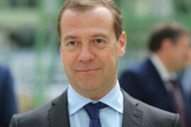 Медведев снова появился в объективах СМИ